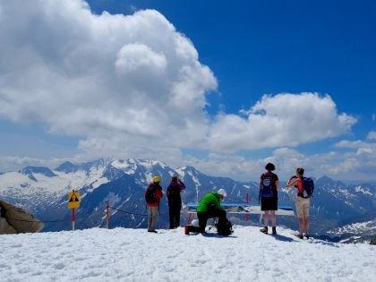 На высоте 3250 метров на леднике Hintertux можно кататься круглый год