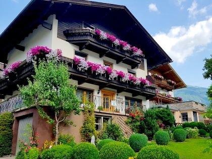 Каждая хозяйка в Циллертале хочет, чтобы дом ее выглядел самым красивым