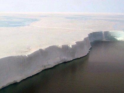 12 июля от Антарктиды (шельфового ледника Ларсена) отделился айсберг массой более триллиона тонн
