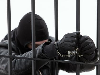 Операция проводилась в одном из гаражных комплексов в районе морского порта Петербурга