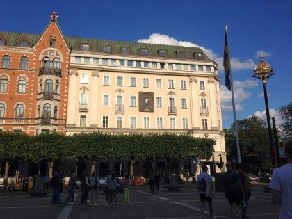 Это здание, в котором когда-то был Kreditbanken. Теперь здесь расположились дорогая гостиница и дорогой бутик одежды