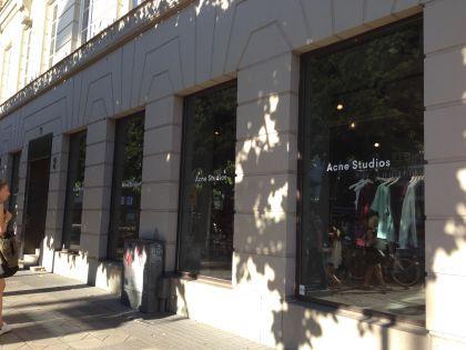 """Бутик Acne Studios, внутри которого и находится """"та самая"""" комната, где случилась любовь по имени """"Стокгольмский синдром"""""""