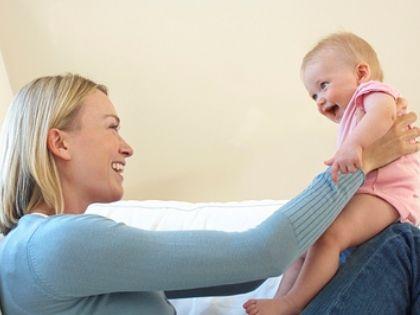 После родов женщина может заниматься спортом прямо вместе с младенцем