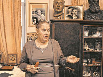 Экскурсии проводит Ольга Трифонова, вдова писателя