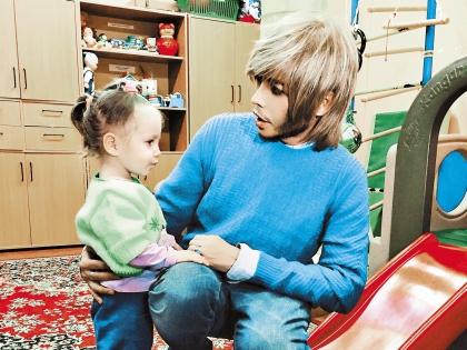 Во время кризиса необходимо помогать нуждающимся детям, считает Зверев