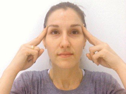 С возрастом все мышцы слабеют, кожа теряет упругость, на шее появляются морщинки, «сообщающие» примерную дату вашего рождения