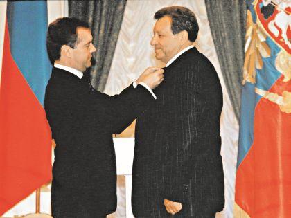 В 2007 году Грачевский снял сына Медведева в «Ералаше», а в 2009-м получил орден