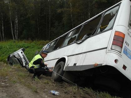 На пересечении Большого Купавенского проезда и улицей Челябинской столкнулись рейсовый автобус и два легковых автомобиля
