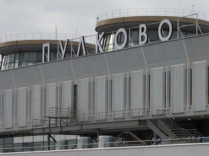 После приземления самолёта в Пулково пассажир закрылся в туалете