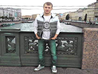 Евгений Поплавцев стал в Петербурге самостоятельным