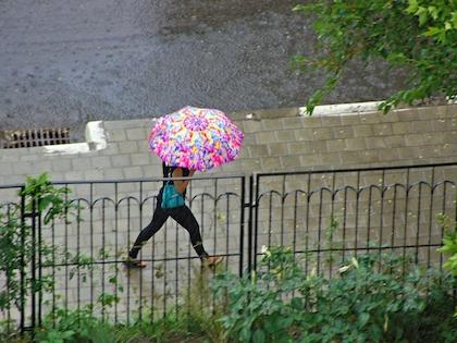 Из-за сильных ливней объявлен «оранжевый» уровень опасности