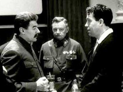 Александр Збруев (слева) в фильме «Ближний круг»