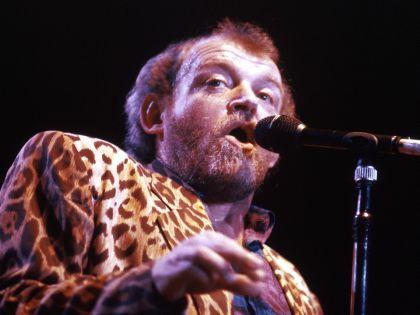 Названа причина смерти знаменитого певца Джо Кокера