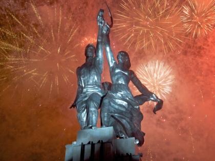 Скульптура «Рабочий и колхозница».