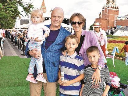 Алексей Кортнев с женой и детьми