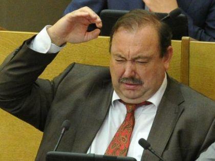 Геннадий Гудков увидел опасности, заложенные в Конституции РФ, когда стал депутатом