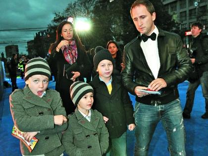 Оскар Кучера с семьей