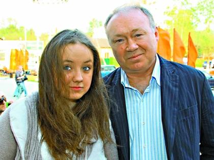 2 года назад умерла жена артиста Ирина. С тех пор Кузнецов с дочерью живут вдвоем.