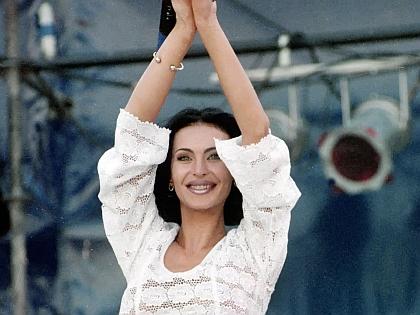 Лагода не может уехать из Луганска из-за мужа