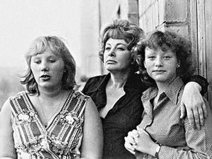 Кинозвезда с дочками Аленой (слева) и Ариной