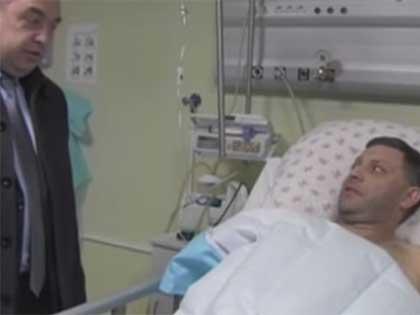 Ранее в больнице Александра Захарченко вместе с репортёрами навестил глава ЛНР Игорь Плотницкий