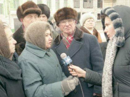 Власти в Екатеринбурге повысили стоимость льготных проездных в два раза, и пенсионеры вышли на митинг