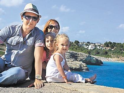 Никита Малежик с семьей
