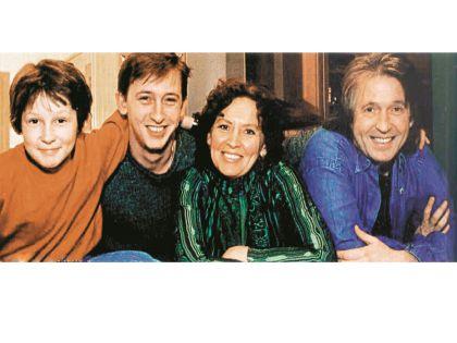 Заслуженный артист с женой Татьяной и сыновьями Никитой и Ваней