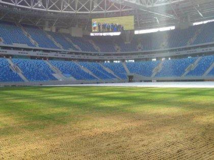 В матче «Зенит» – «Терек» поле рвалось в лоскуты под ногами футболистов