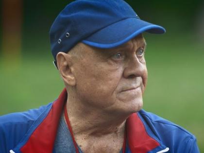 Владимир Меньшов сыграл в сериале тренера Фатеева, которого герои называют по-свойски Батей