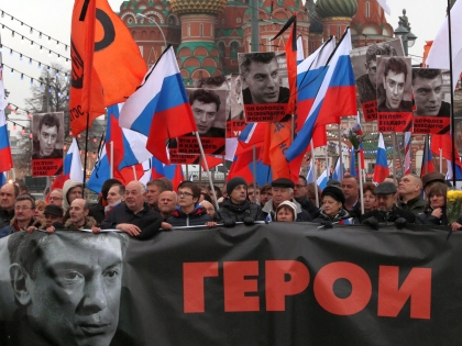 Славянская площадь была полна людей уже за час до начала акции