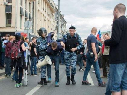 Соловьёв назвал протестующих в Москве мажорами