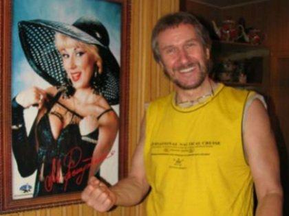 Владимир Ермаков с портретом бывшей супруги