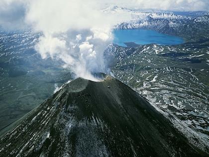 Кратер появился на поверхности планеты примерно 300 млн лет назад