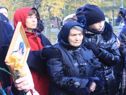 Мама Бориса Немцова на Троекуровском кладбище