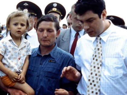 Дмитрий Быков: Он при всем своем обаянии рубахи-парня был интеллигент, физик - сын матери-одиночки