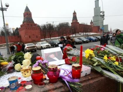 Уборка мемориала Бориса Немцова