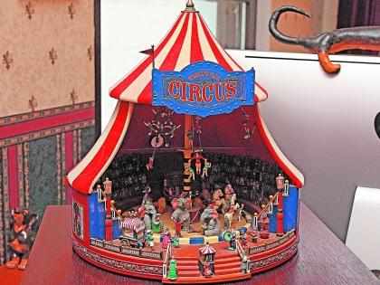 Коллекционный цирк шапито - подарок жены