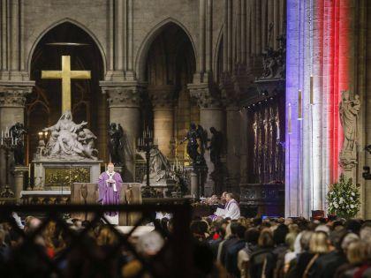 Служба в Соборе Парижской Богоматери в память о жертвах терактов