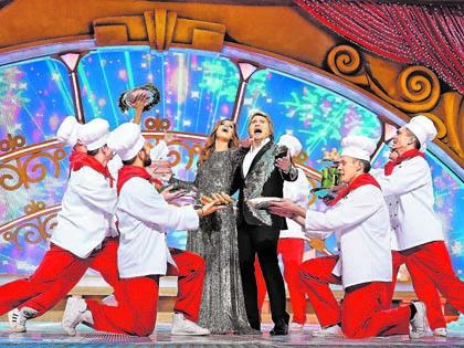 Новогодняя ночь обещает изобилие угощений и звезд. А что после – толком никто ничего не обещал (кадр из «Парада звезд» на «России»)