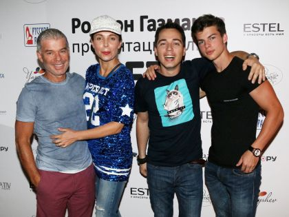 Олег Газманов со второй женой Мариной, сыновьями Родионом и Филиппом