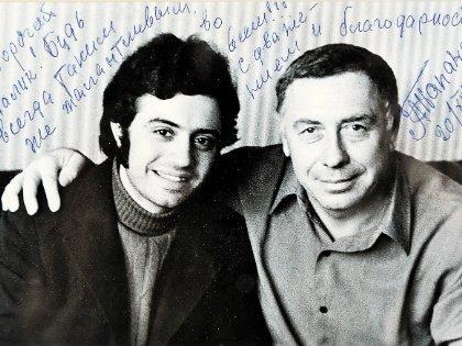 Снимок, сделанный женой, Папанов потом подписал