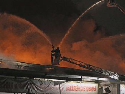 Пожарные полтора часа искали очаг возгорания на складе в Москве
