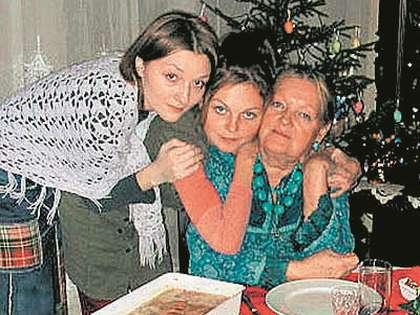 Юрий  Владимирович и по сей день поддерживает Татьяну Разумовскую с дочерьми
