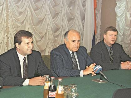 Альфред Кох с Виктором Черномырдиным и Анатолием Чубайсом