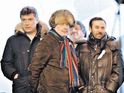 Немцова (слева) убили, на Пономарева (справа) завели уголовное дело, Акунин уехал сам