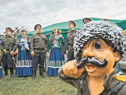 Кто только не заказывает музыку казакам. Но «поют» они и на свои