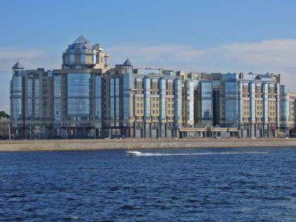Дом на набережной Робеспьера в Санкт-Петербурге
