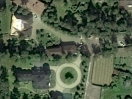 Так выглядит дом в Малом Сарееве с высоты спутниковой съемки