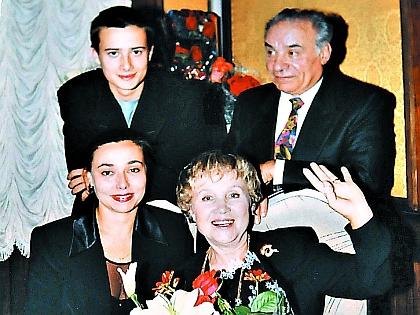 Надежда Румянцева с мужем Виликом, дочерью Кариной и внуком Вилик